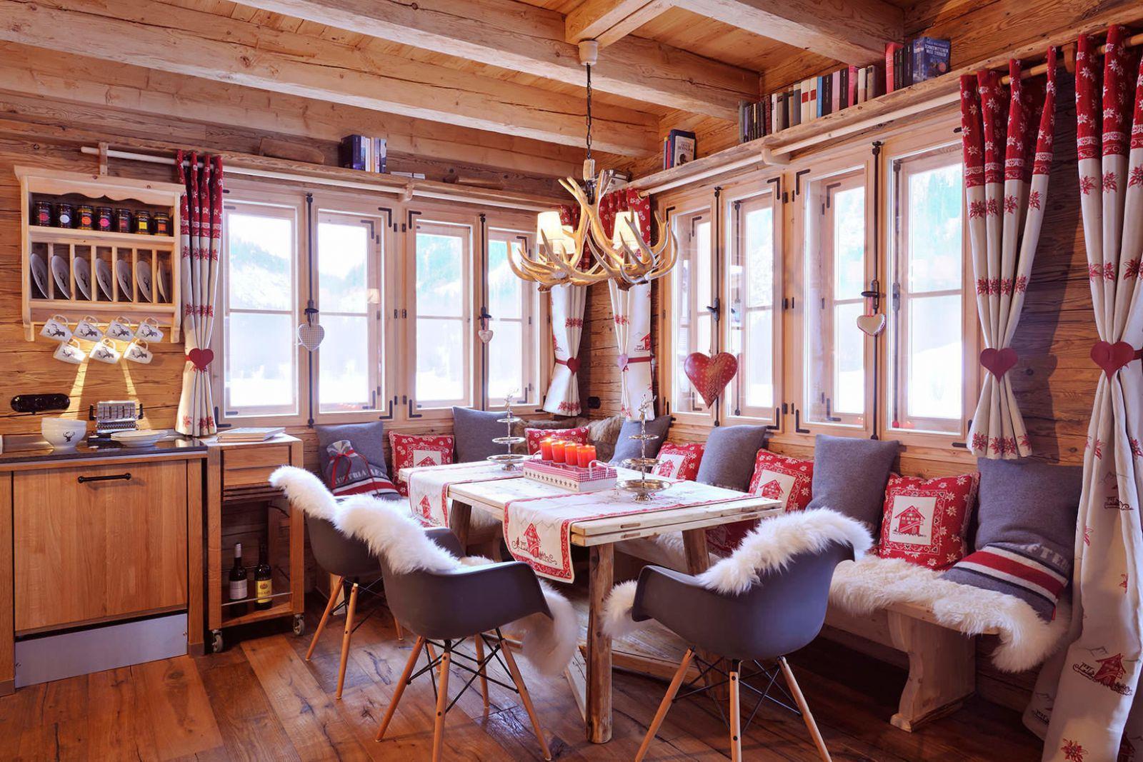 artikel: luxus chalet mit traumhafter alpenpanorama aussicht auf, Esszimmer dekoo