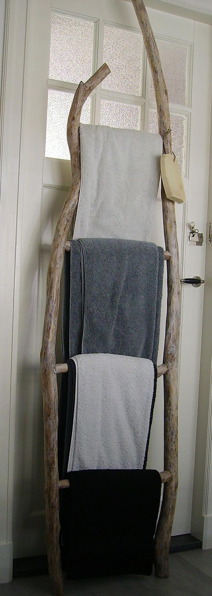 Schöne Idee für das Badezimmer zum Handtücher aufhängen ...
