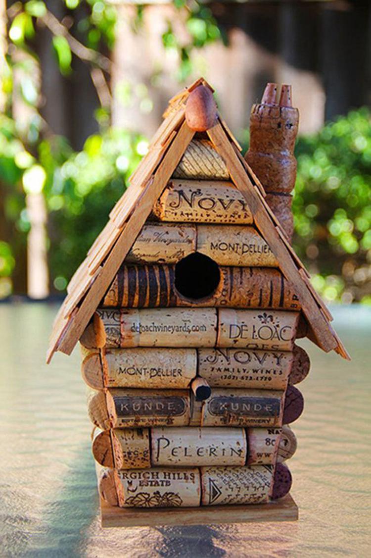 vogelhaus mit korken basteln. foto veröffentlicht von kunstfan auf
