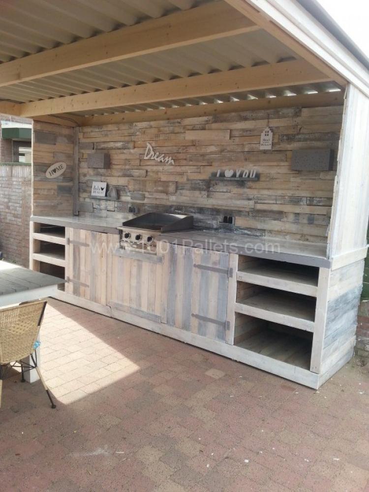 Gartentisch selber bauen aus paletten  Tolle Außenküche aus Paletten. Foto veröffentlicht von ...