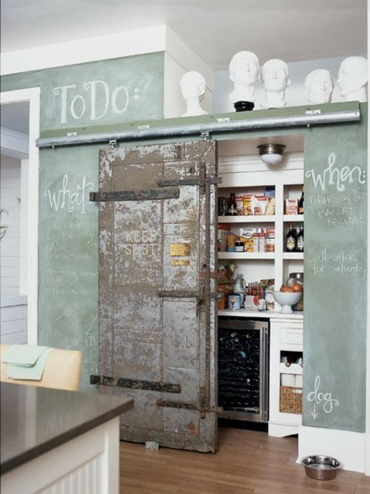 Alte, Aber Attraktive Tür U2013 Super Idee Für Eine Speisekammer In Der Küche