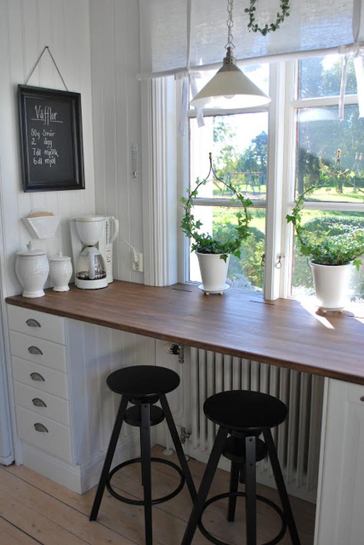 Schöne und kreative Idee für eine hohe Fensterbank. So eine Bar im ...