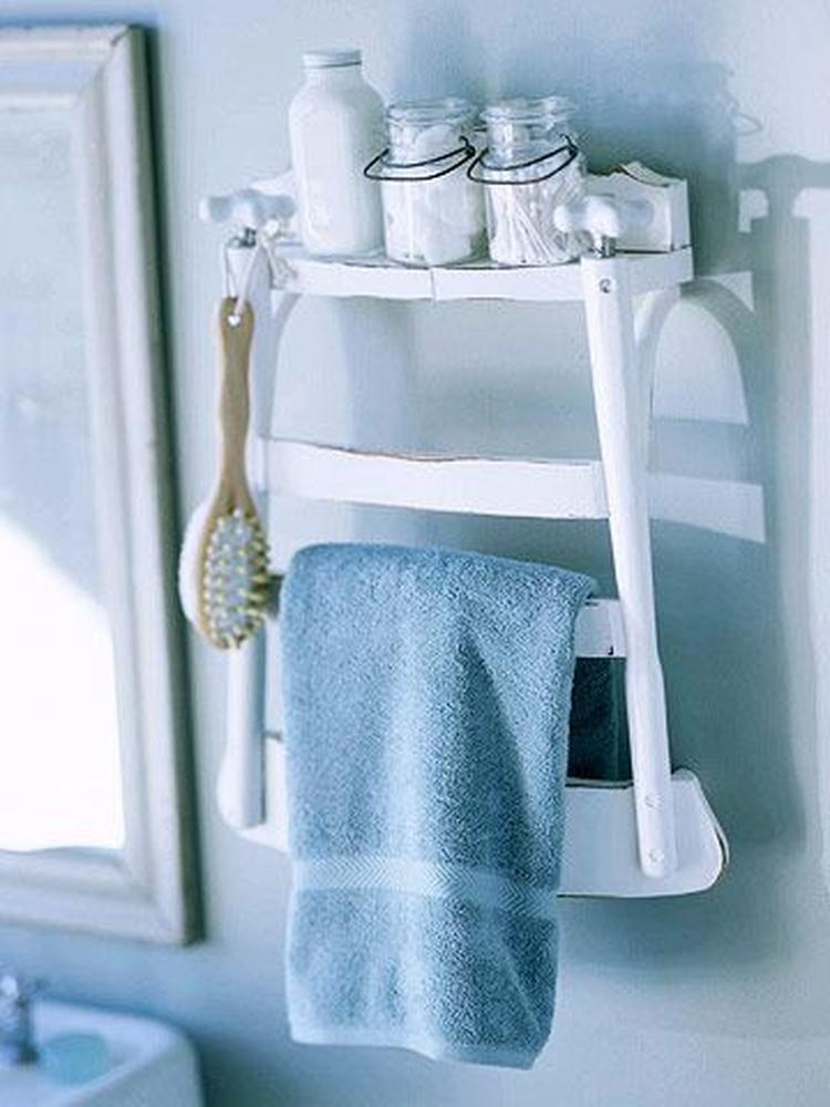 Tolle Idee für unser Badezimmer. Einen alten Stuhl halbieren und als ...