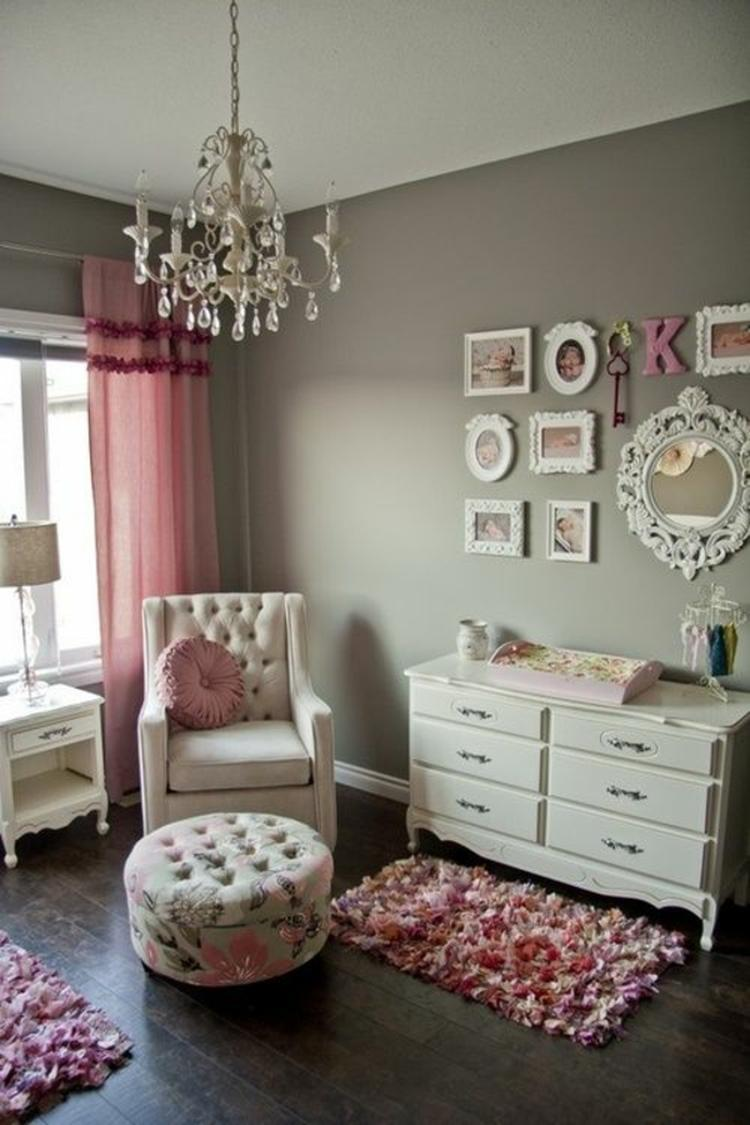 Das Babyzimmer ist ja ein Traum! Grau und Rosa passt gut zusammen ...