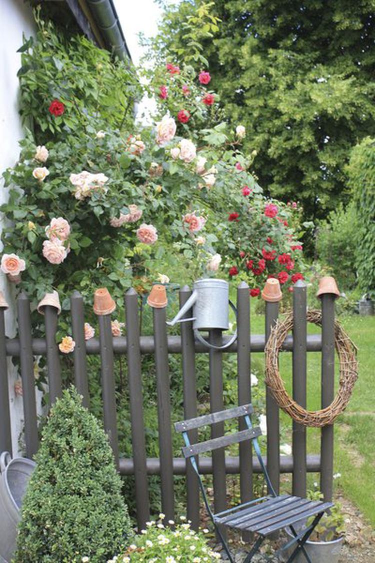 Schöne Idee für eine kleine gemütlich Ecke im Garten. Foto ...