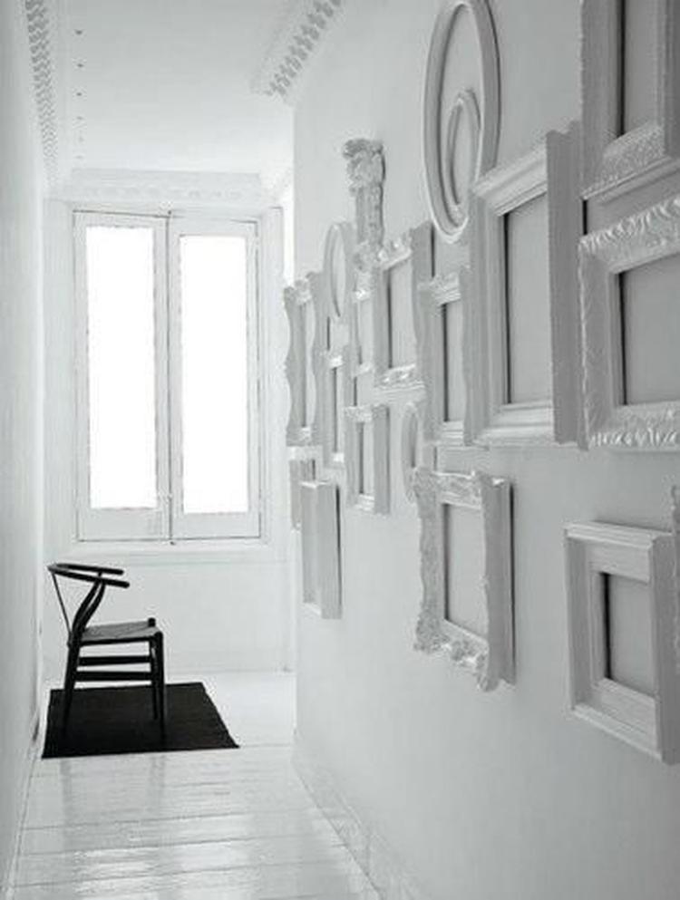 Wand Mit Fotos Gestalten tolle idee zum wand gestalten leere bilderrahmen als dekoration