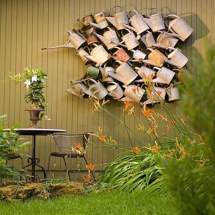Atemberaubend Alte Gießkannen als Gartendeko. Foto veröffentlicht von Bea @ZU_04