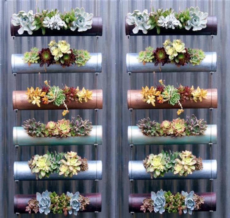 Vertikaler Garten aus PVC Rohren. Foto veröffentlicht von ...