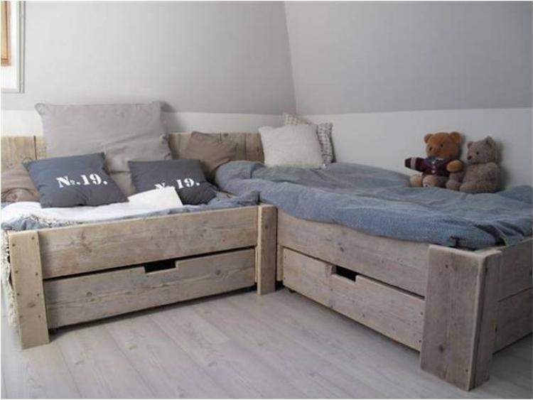 Tolles Bett für ein Kinderzimmer. Eine richtige Lounge Ecke. Foto ...