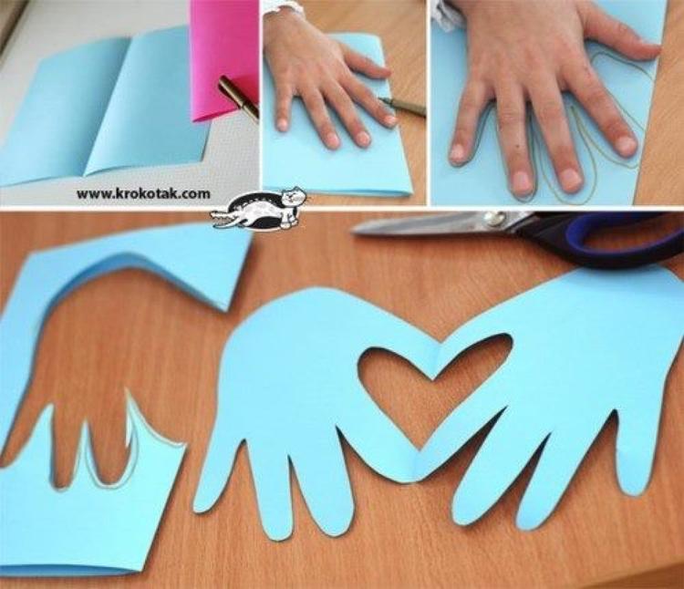 Muttertagsgeschenke Mit Kindern Basteln handabdruck mit herz als karte zum vatertag oder muttertag das kann