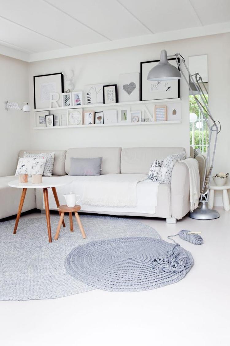 Tolles Wohnzimmer im skandinavischen Stil und der Teppich ist der ...