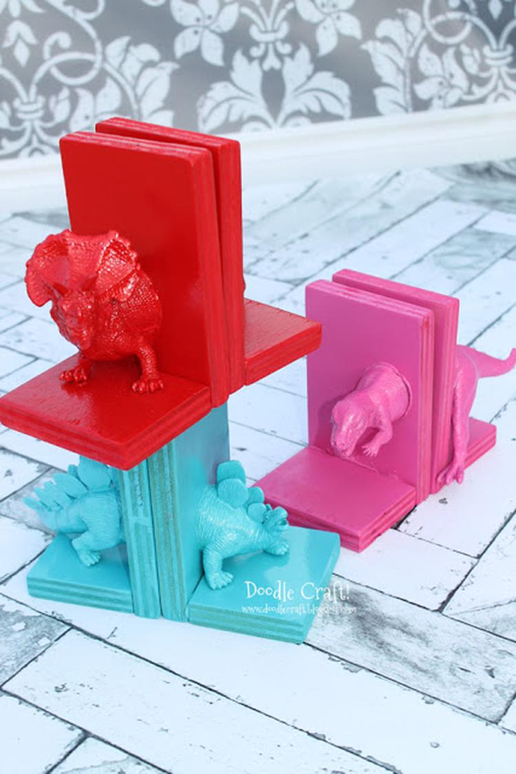 buchstützen fürs kinderzimmer selber machen mit kinder plastik