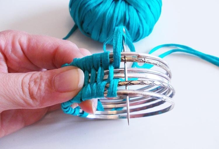 Armbänder Selber Machen Mit Wolle Und Alten Armreifen. Ganz Einfach Nur  Weben