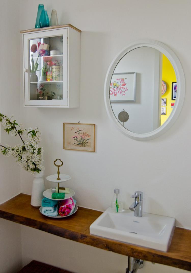 Shabby chic Deko im Badezimmer. Sehr stimmungsvoll. Foto ...