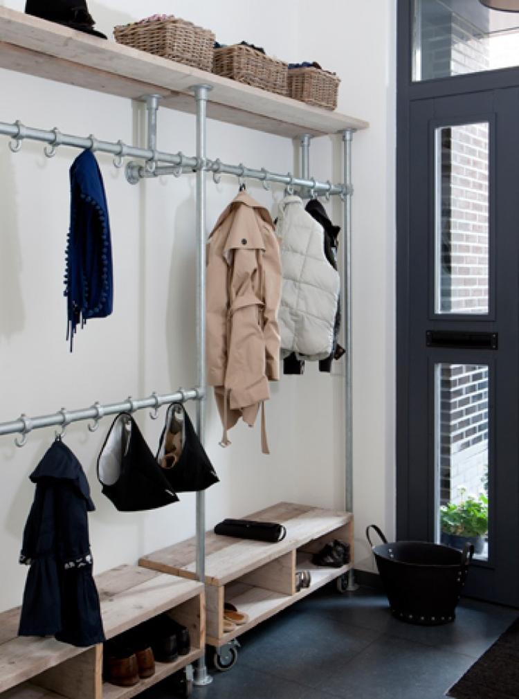 Perfekt Eine Garderobe selber bauen mit schönem Holz und Gerüstrohren für  YK73