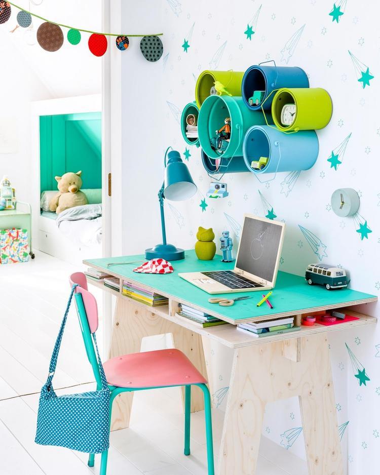Regalsystem aus alten Farbeimern basteln für das Kinderzimmer. Foto ...