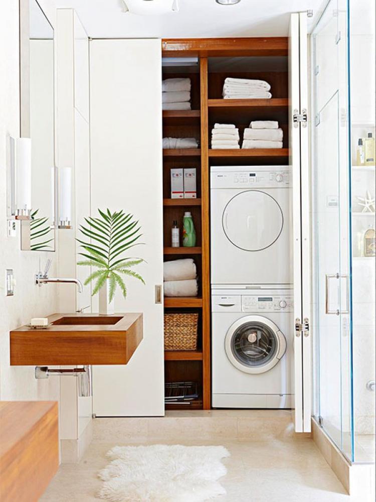 Geschickt Die Waschmaschine Im Badezimmer Verstecken. Foto