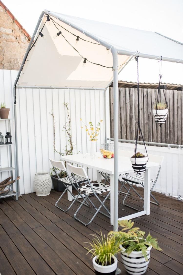 coole idee für einen kleinen balkon. ein umfunktioniertes partyzelt