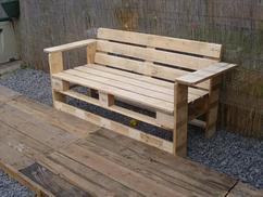 Gartenbank selber bauen aus paletten  Gartenmöbel aus Europaletten selber bauen mit Bauanleitung für ...