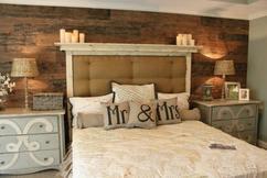 Schlafzimmer Romantisch Dekorieren. Romantisches Schlafzimmer Mit Holzwand